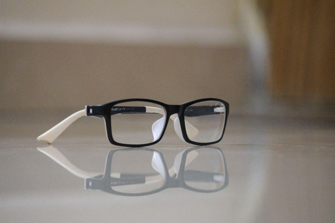 Jak poprawnie dezynfekować oprawy okularowe w swoim gabinecie?