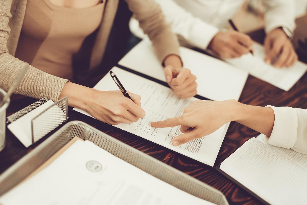 Jakie kroki należy poczynić, podejmując decyzje o rozwodzie?